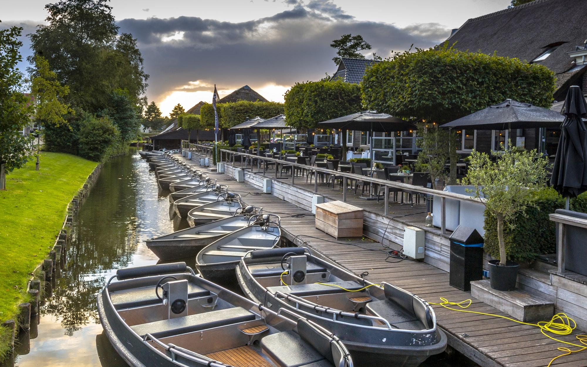 Rental boats Giethoorn